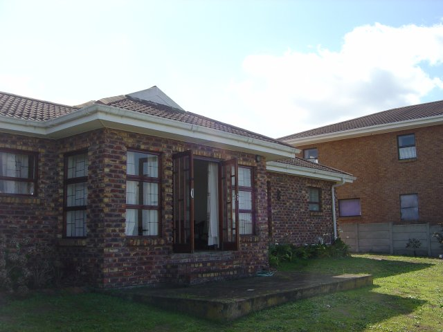 Property Rentals & Holiday Accommodation - Holiday Accommodation in Fraaiuitsig, Reebok, Garden Route, South Africa